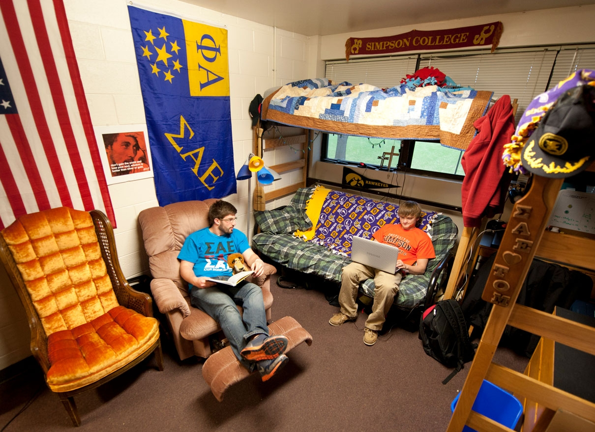 guys in dorm room